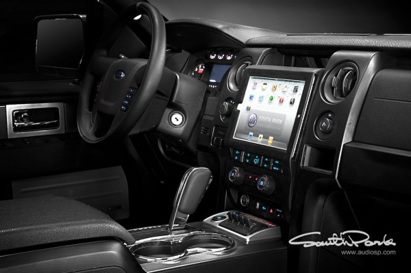 Ford-iPad-in-car-F150-3-600x399