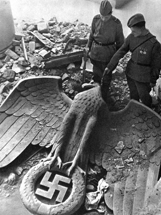 سقوط امپراتوری هیتلر