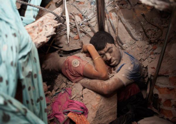 آخرین آغوش: تأثیرگذارترین عکس حادثه بنگلادش