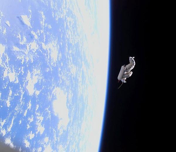 فضانورد مرده