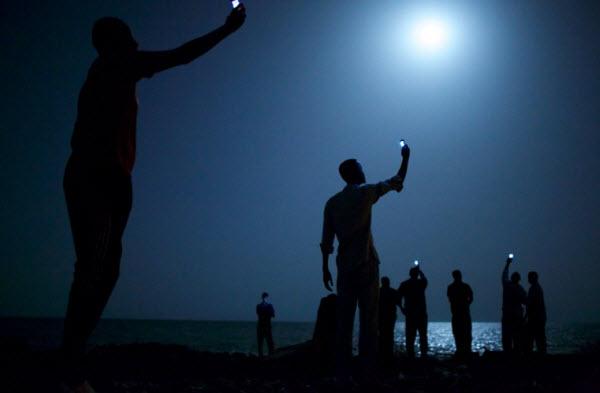 سیگنال، عکس برنده مسابقه عکاسی World Press Photo در سال 2014 - یک پزشک