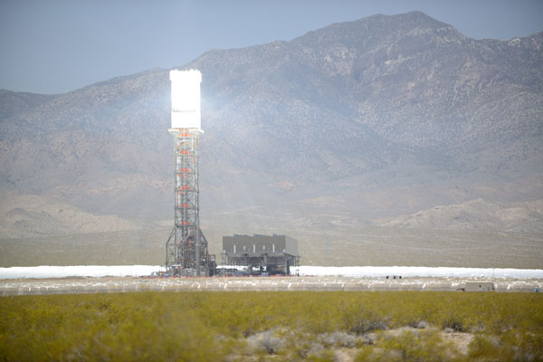 Ivanpah_Solar_Power_Facility_Online