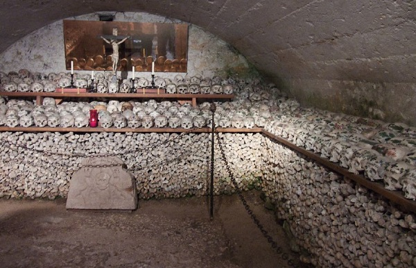 Ossuaries-Gruesome-Art-And-Architecture12__880