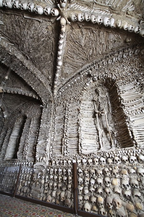 Ossuaries-Gruesome-Art-And-Architecture1__880