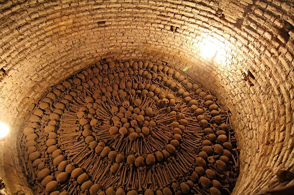 Ossuaries-Gruesome-Art-And-Architecture7__880