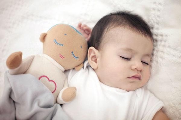 The-little-doll-that-imitates-closeness1__605