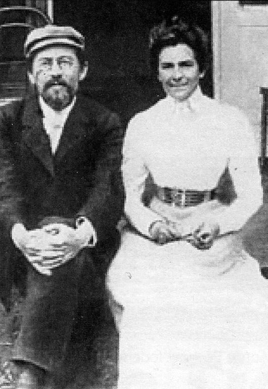 530px-Anton_Chekhov_and_Olga_Knipper,_1901