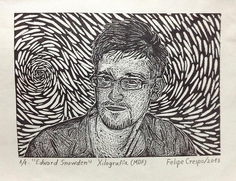 Edward Snowden دلیل استفاده نکردن از آیفون را نرم افزار جاسوسی اپل روی این گوشی عنوان کرد. - یک پزشک