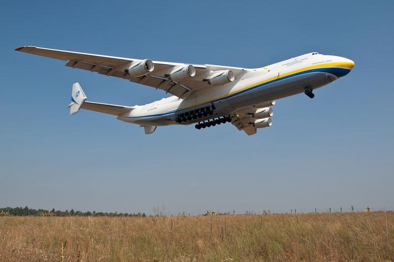the-largest-airplane-ever-built-antonov-an-225-mriya-9