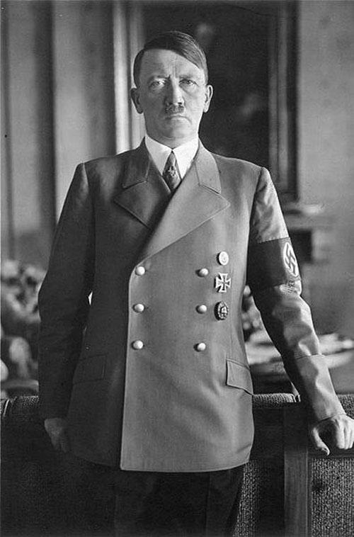 396px-Bundesarchiv_Bild_183-H1216-0500-002,_Adolf_Hitler