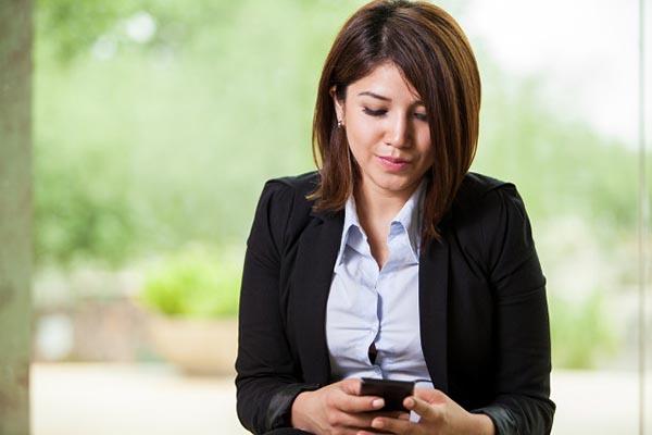 woman-texting-640x427