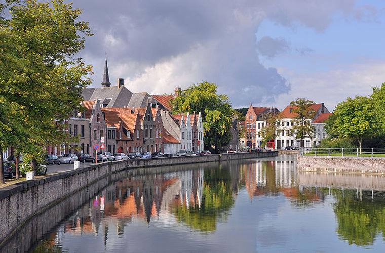 800px-Brugge_Langerei_R02