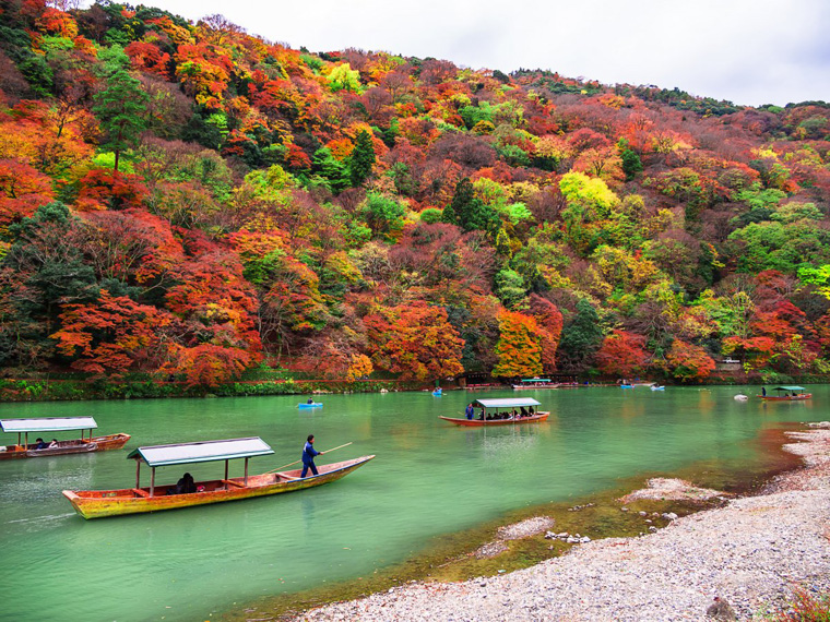 for-a-closer-look-at-the-fall-foliage-take-a-boat-down-the-oi-river-to-the-arashiyama-area