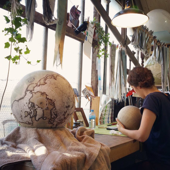 One-of-the-Worlds-Only-Globe-Making-Studios-Celebrates-the-Ancient-Art-of-Handcrafted-Globes25__880