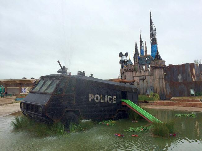 banksy-theme-park-dismaland-1