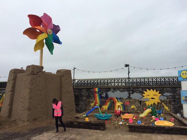 banksy-theme-park-dismaland-12