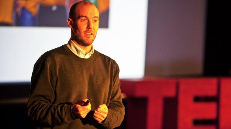 سخنرانی مایکل نورتن در TED: چگونه شادی بخریم؟ - یک پزشک