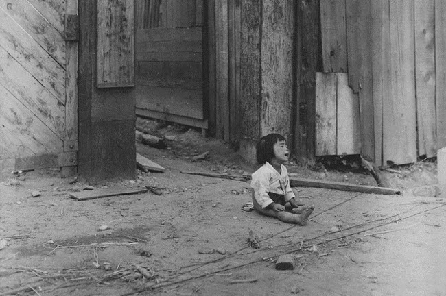 A_small_South_Korean_child_sits_alone_in_the_street_after_elements_of_the_1st_Marine_Division_and_South_Korean..._-_NARA_-_531374