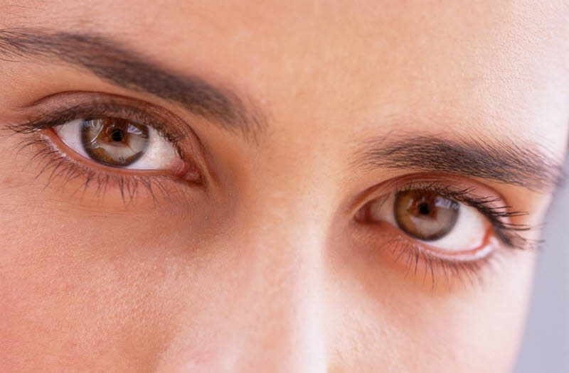 چرا ما این همه در تشخیص خیره شدن افراد دیگر به خودمان، دقیق هستیم؟