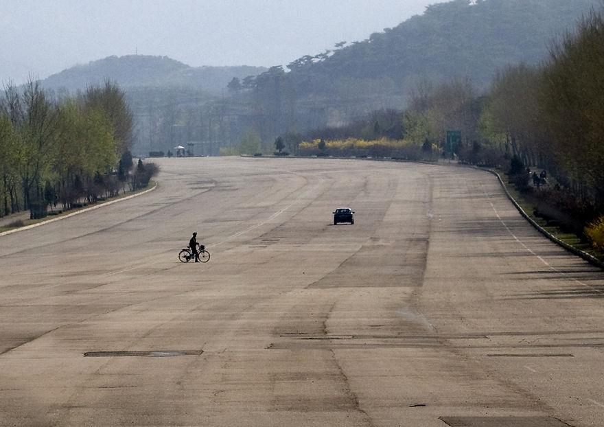 بزرگراههای کره شمالی، تصور زنده جادههای آخر الزمانی