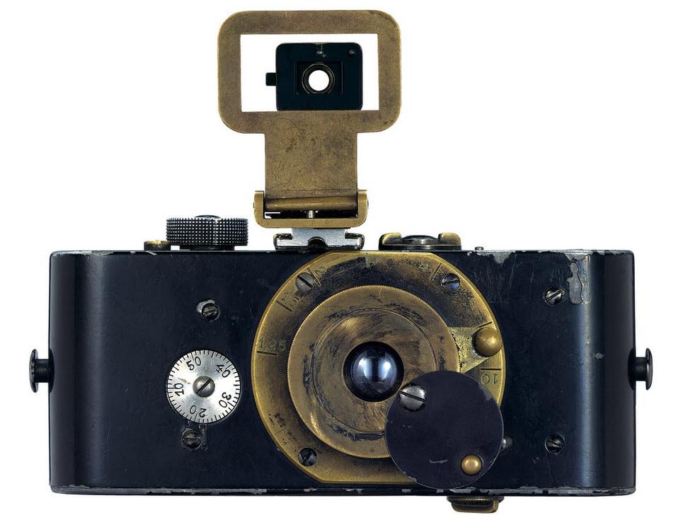 دوربین کمپکت لایکا، تاریخچه آن و عکسهای شاخص تاریخی که با آن گرفته شده
