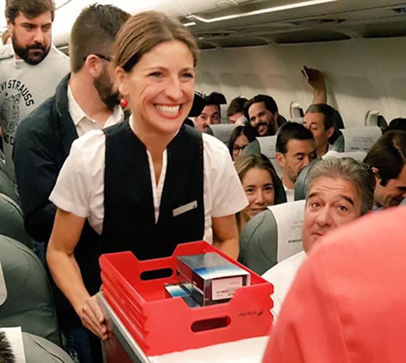 سامسونگ به مسافران يک پرواز اسپانيايي گلکسي نوت ۸ هديه داد