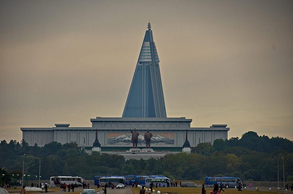 تصاویری از هتل هرم مانند و مرموز کره شمالی که با گذشت ۳۰ سال هنوز تکمیل نشده است
