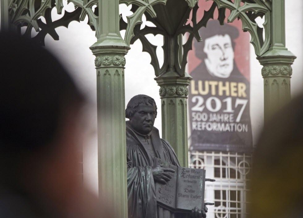 آلمان پانصدمین سال شروع نهضت اصلاح طلبی مذهبی مارتین لوتر را گرامی داشت: مروری بر زندگی مارتین لوتر به این مناسبت