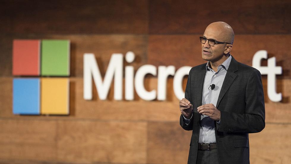 چگونه مایکروسافت به شرکتی یک تریلیون دلاری تبدیل میشود و چرا میتواند مانع اپل در رسیدن به این هدف باشد؟