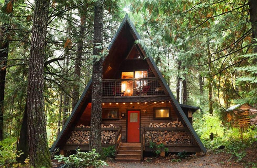 تصاویری از خانههای جنگلی با معماری A-frame که همه ما دوست داریم برای یک بار زندگی در آنها را تجربه کنیم