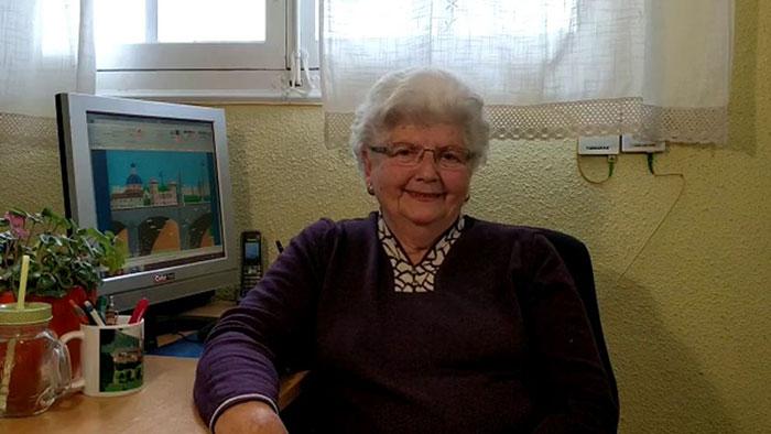 نقاشیهای زیبای این مادربزرگ 87 ساله با برنامه پینت مایکروسافت، نزدیک به 120 هزار دنبالکننده اینستاگرامی برای او به ارمغان آورد