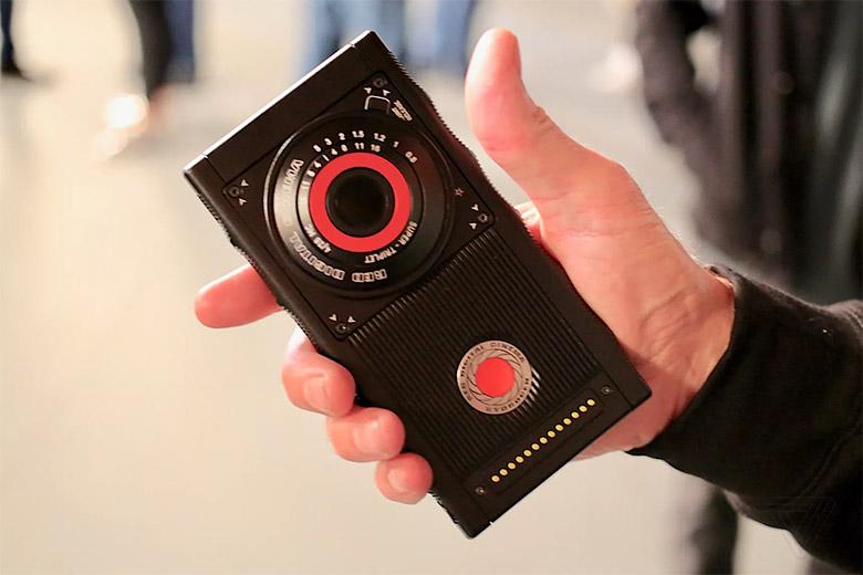 اولین اسمارتفون هولوگرافیک و ماژولار دنیا اواخر امسال عرضه میشود
