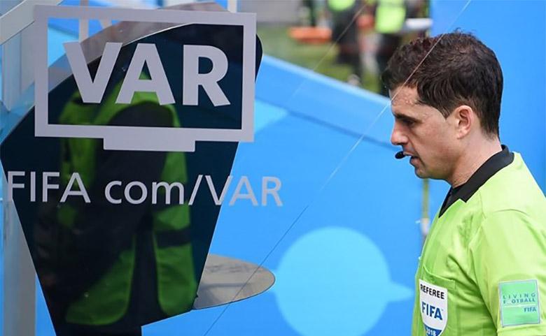 کمک داور ویدئویی در جام جهانی 2018 تاریخساز شد؛ فناوری VAR چگونه کار میکند و چرا نقطه عطف فناوری در فوتبال است؟