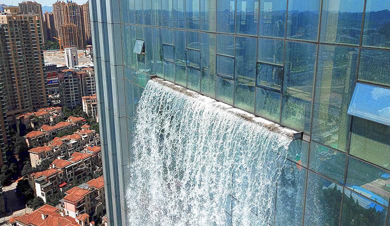 waterfall2 - تماشا کنید: آبشاری ۱۰۸ متری در دل یک آسمانخراش تجاری شهر گوئیانگ چین