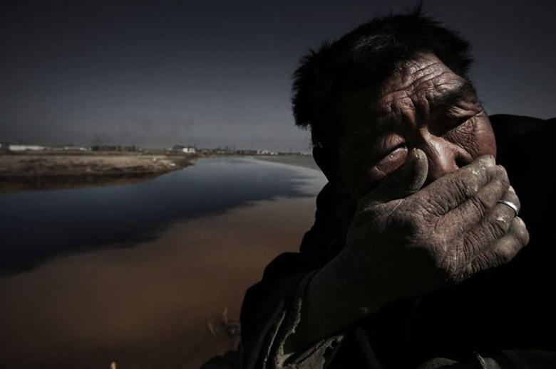 عکاس چینی برنده جوایز بینالمللی ناپدید شده است؛ عکسهایی از او که تلاش میشود دیده نشوند