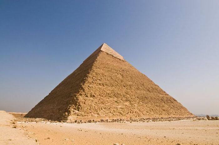 چرا نوک هرم بزرگ «جیزه» مصر درخشان و نورانی ساخته شده بود؟