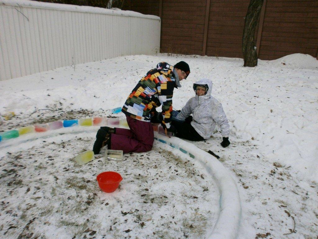 چیزی که این زوج جوان در یک روز سر برفی در محوطه پشتی منزلشان ساختند، باعث حسادت خیلیها خواهد شد